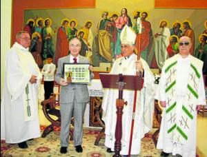 Durante la ceremonia, el obispo bendijo el sello y la tarjeta postal dedicados a Santa María de Valdelagrana.