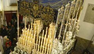 El palio de la Virgen las Penas, antiguo de los Negritos de Sevilla./Julio González