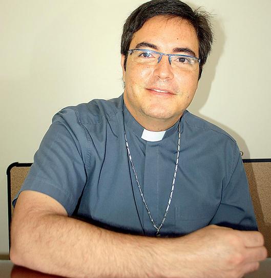 El padre Andrés es sacerdote diocesano de Cádiz y Ceuta y se encuentra en Ecuador, su tierra natal, como misionero enviado por la Diócesis española