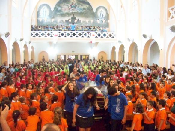 Una marea de color y alegría llenó la Capilla del Colegio Salesiano de La Línea. Foto: La Línea Digital