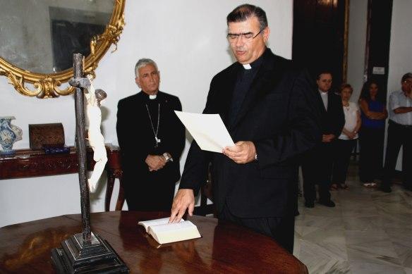 El nuevo Ecónomo jura su cargo ante Monseñor Zornoza