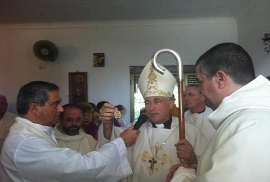 De izquierda a derecha: el padre Antonio Casado, Monseñor Zornoza, padre Francisco Herrera