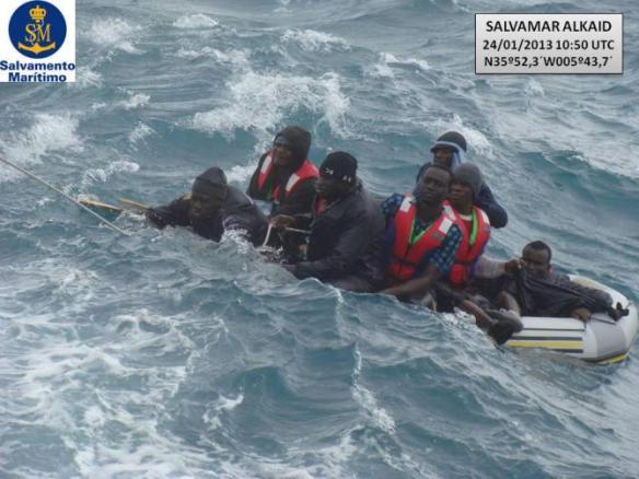 Nueva llegada de inmigrantes por el Estrecho