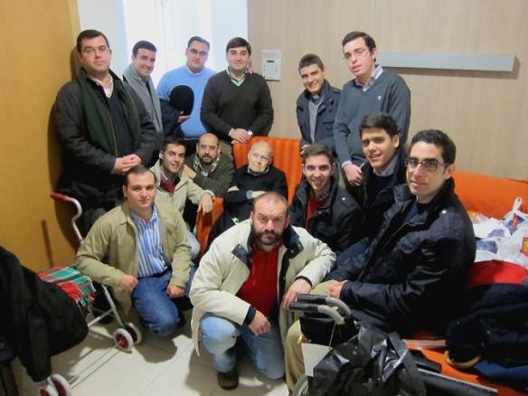 seminaristas_visitan_sacerdotesancianos