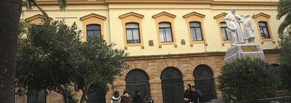 Fachada del colegio salesiano en Cádiz