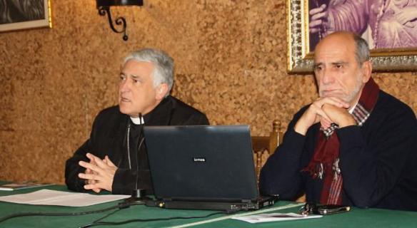 Gabriel Delgado junto a su obispo, Rafael Zornoza