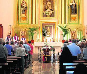 Imagen de la misa celebrada ayer en el Hogar San José. Foto: Europa Sur.