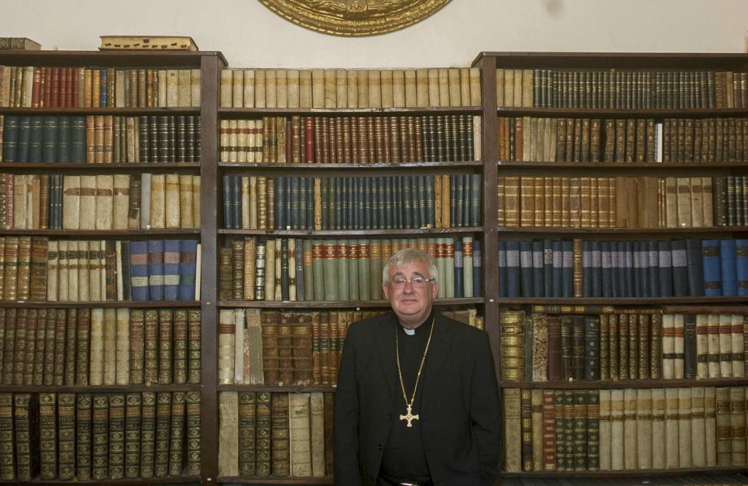 Publicada en La Verdad del Campo de Gibraltar. El obispo de Gibraltar, Ralph Heskett, ayer tras anunciar su marcha al Reino Unido por decisión del Papa. / FOTO MARCOS MORENO