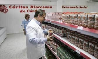 Imagen de archivo de un economato social que Cáritas abrió en Córdoba hace unos años. /O. Barrionuevo