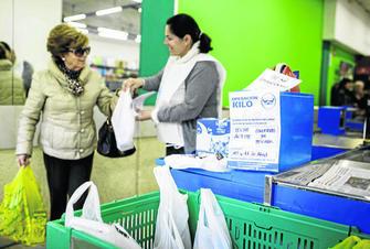 Una de las recogidas de alimentos en un supermercado que se han realizado en la ciudad.