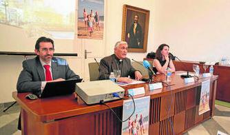 De izquierda a derecha, Juan Carlos Corvera, Rafael Zornoza y María Muñagorri. Foto: Diario de Cádiz