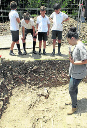 Imagen de los restos hallados en las inmediaciones de Villa Smith, junto al Parque de Las Acacias. Foto: Europa Sur