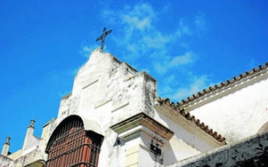 Un detalle del campanario de la capilla del convento de las Capuchinas, ubicado en la calle Constructora Naval. Foto: Diario de Cádiz
