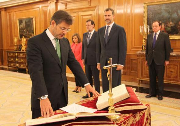 El ministro de Justicia, Rafael Catalá, jura su cargo ante el rey Felipe VI