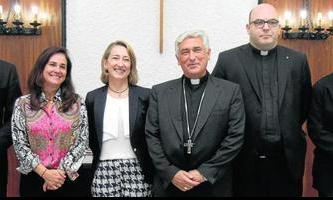 María Ángeles Jaques junto al obispo el día en que fue presentada como directora general de Cáritas Diocesana, en octubre de 2014. Foto: Diario de Cádiz.